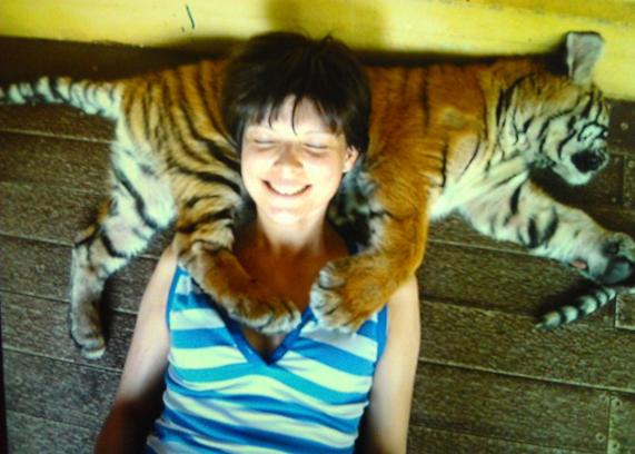 Nada más terminar la quimioterapia, Sandrine viajó a Tailandia con su mejor amiga.